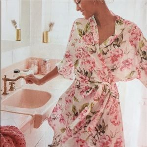 NWT Show Me Your Mumu Brie Robe